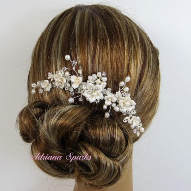 Product Features way to describe this hair comb.A bridal style for any wedding theme.