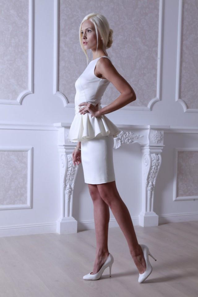 wedding photo - Fitted style short wedding dress M32