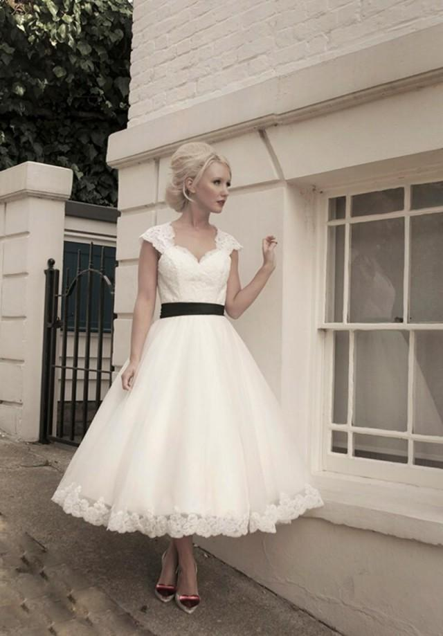 2015 Short Hollow Sexy Weddding Dresses Black Sash Capped Lace A Line
