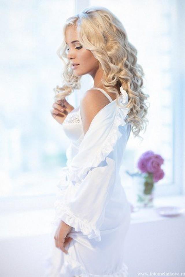 Фото блондинка в пеньюаре