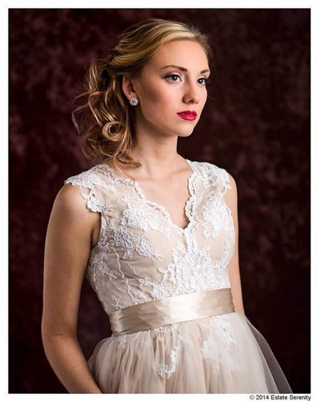 Perfect fall garden wedding dress lace and tulle short for Champagne lace short wedding dress