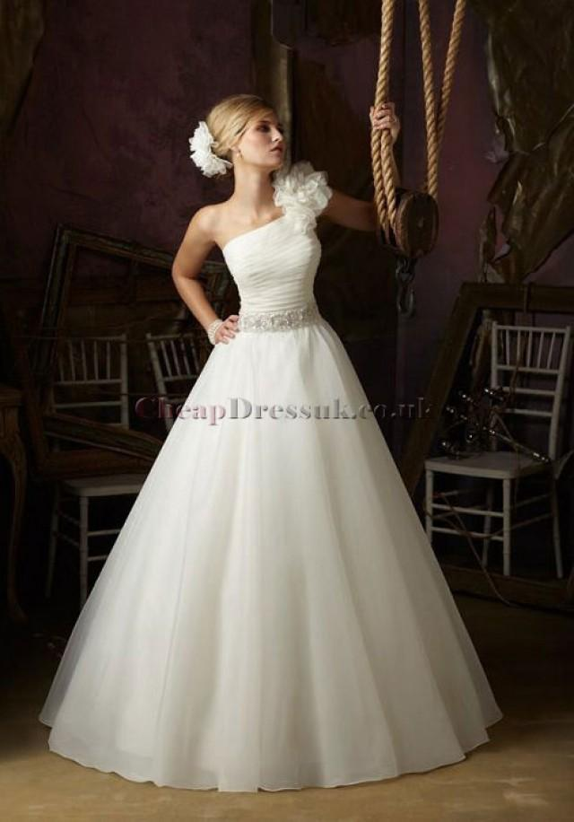 wedding photo - http://www.cheap-dressuk.co.uk/organza-ball-gown-one-shoulder-with-flowers-and-beads-wedding-dress-p-5294.html