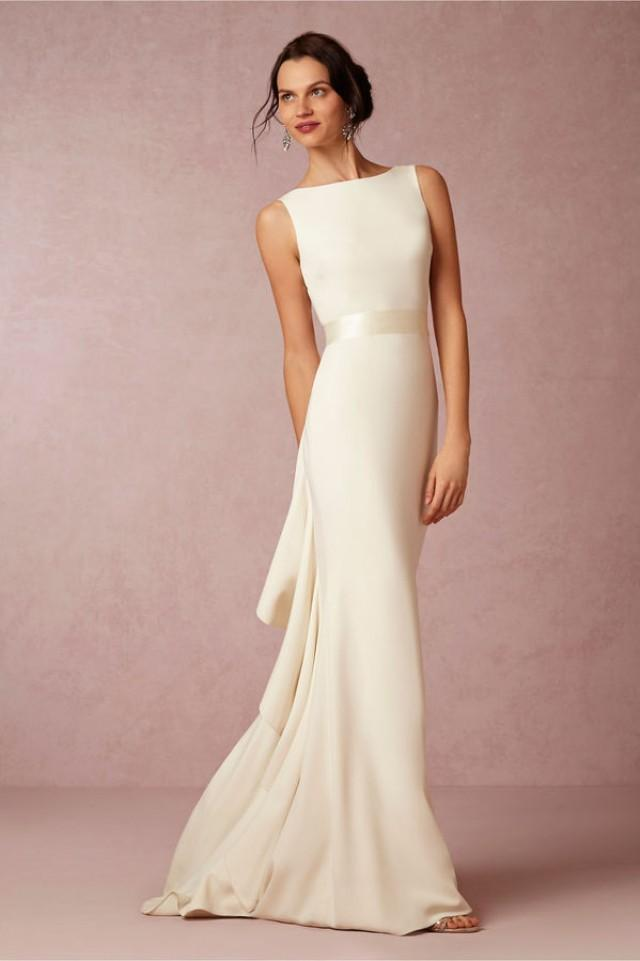 wedding photo - Ivory sleeveless gown with ruffled back