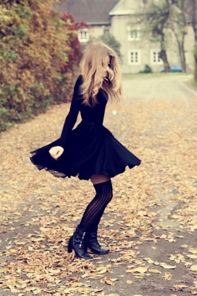девушка в чорных гетрах фото