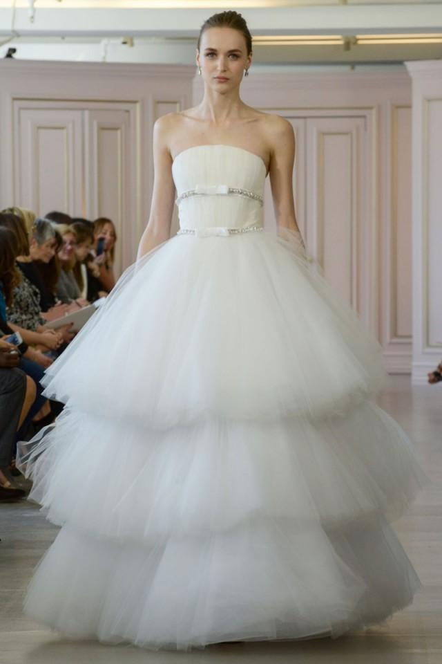 Oscar de la renta spring 2016 wedding dresses weddbook for Where to buy oscar de la renta wedding dress