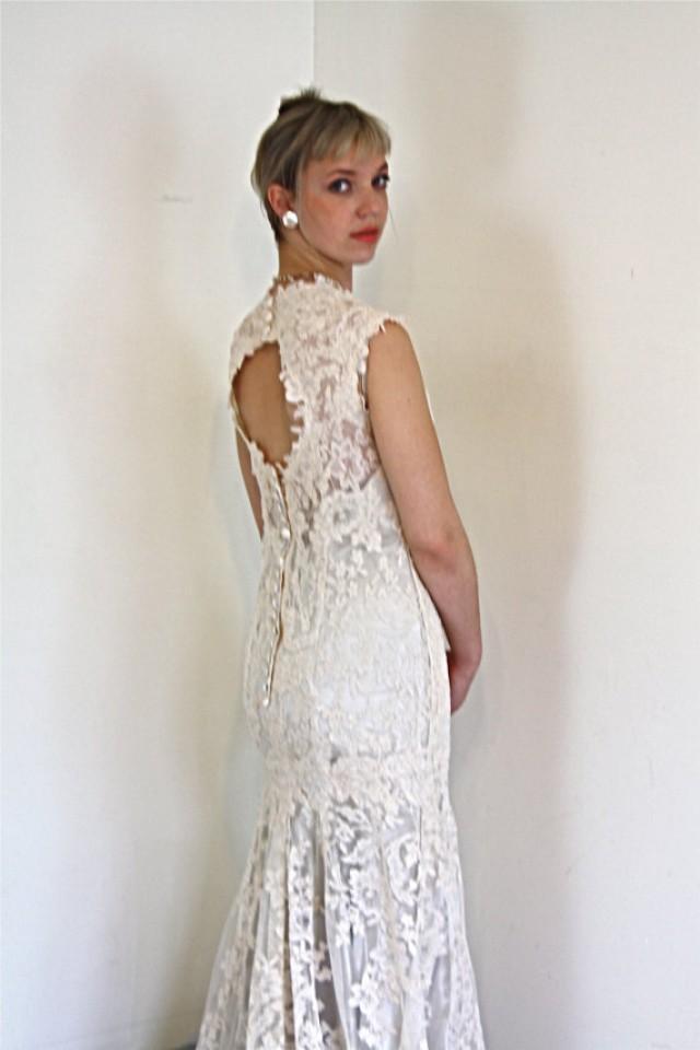 Vintage wedding dress chantilly lace mermaid cut short cap for Chantilly lace wedding dress