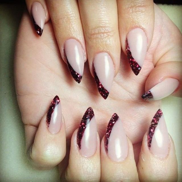 Дизайн миндалевидной формы ногтей фото