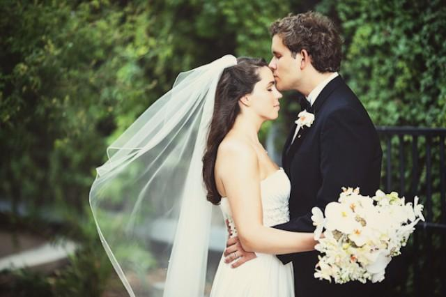 wedding photo - Romantic Kiss!