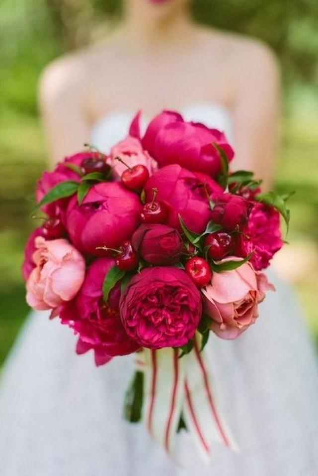 wedding photo - Red bouquets!