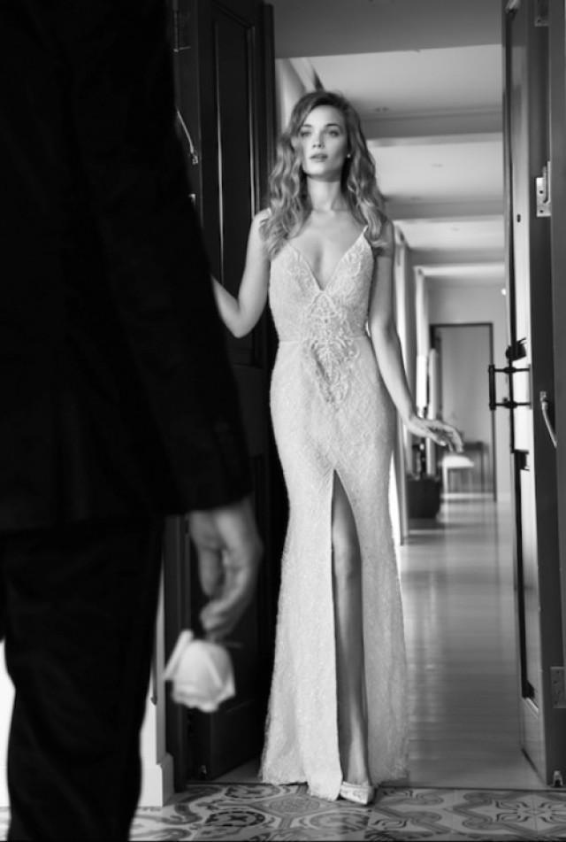 27 Seductive And Elegant Plunging Neckline Wedding Dresses ... c6a66fcb4
