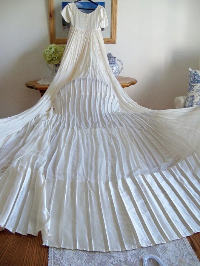 Vintage long ivory wedding dress chiffon and ivory satin for Ivory empire waist wedding dress