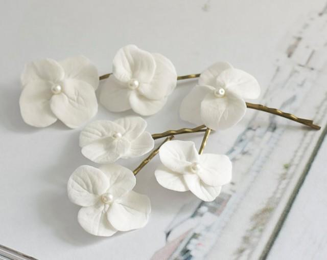 Every detail matters on your wedding day. Flower girl hair clips from Pink Princess add a pretty final touch. Visit us to shop our full line.