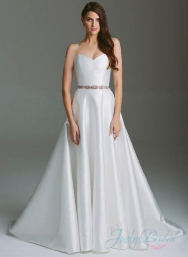 Simple plain white sweetheart neckline a line wedding for Aline wedding dress sweetheart neckline