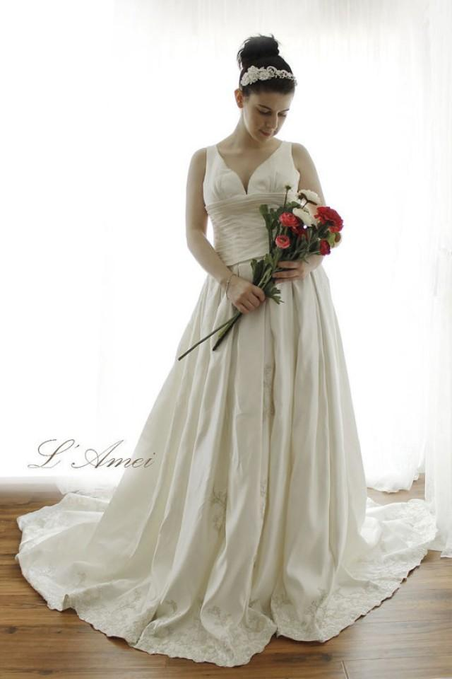 Custom classical satin wedding dress with strap plus for Plus size silk wedding dresses