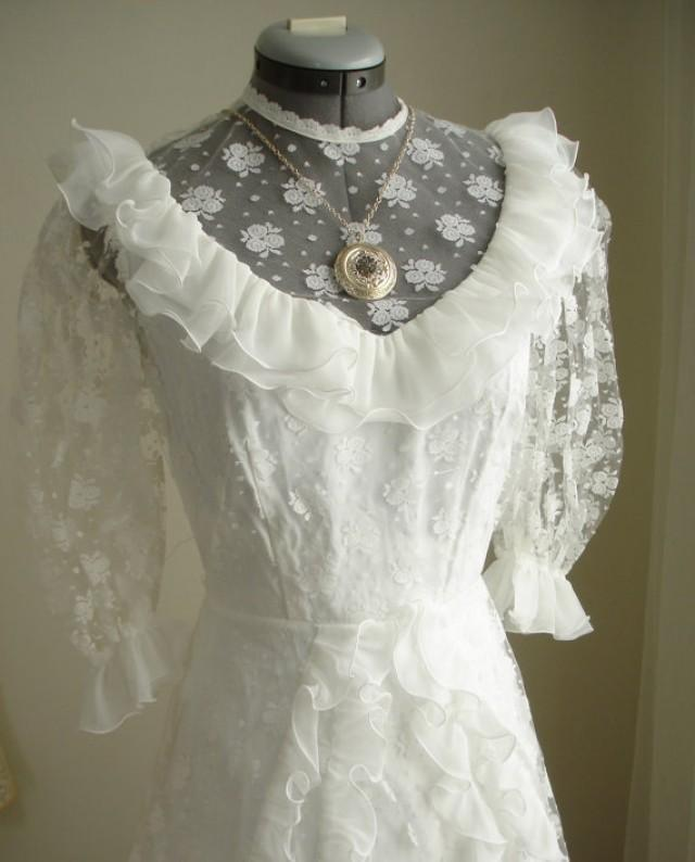 Wedding Dresses  Belgium : White wedding dress in floral lace and rows of ruffles from belgium