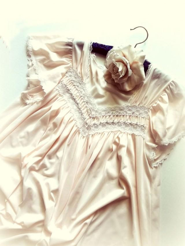 cf6f49edc5a Pink Vintage Lingerie Nightgown. Negligee. French Lace. Rosebuds. Smocked.  Babydoll Sleeves. Bridal Nightwear. Size medium
