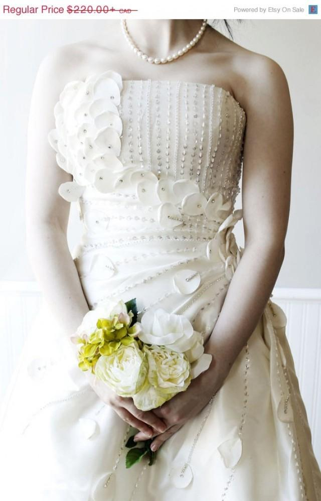 Clearance Sample Wedding Dresses