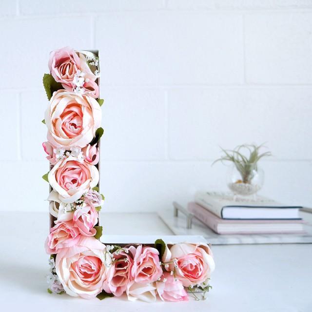 diy des lettres fleuries pour d corer un mariage champ tre weddbook. Black Bedroom Furniture Sets. Home Design Ideas
