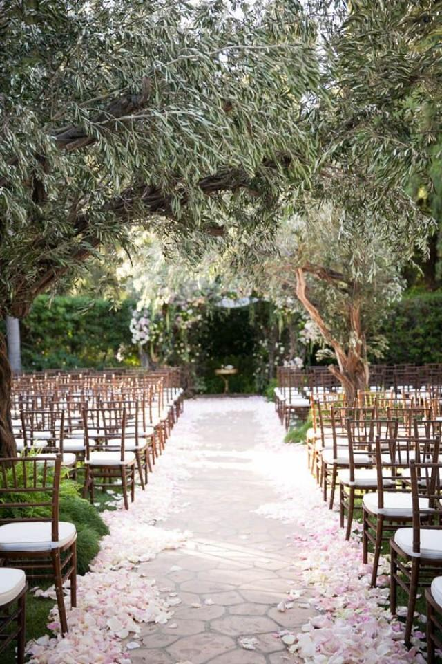 An enchanted forest wedding at the beverly hills hotel for Forest hill wedding venue