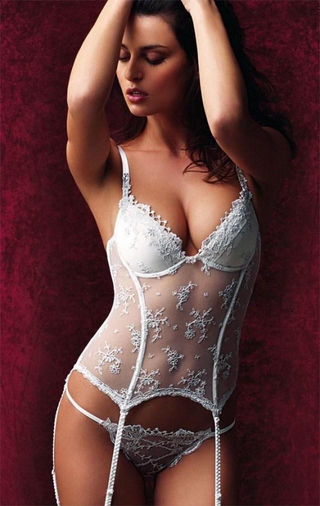 http://s3.weddbook.com/t1/2/3/5/2358603/weddings-bridal-lingerie.jpg