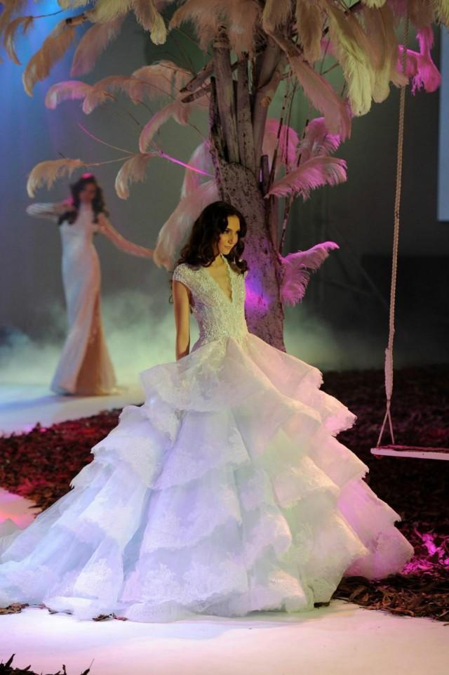 Best Selling Sexy Modern Wedding Dresses Applique Sequins 2016 V Neck Court T