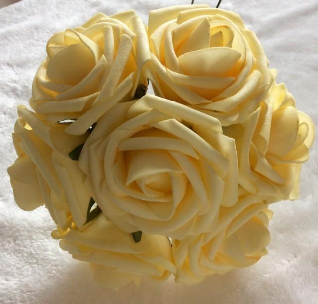 wedding photo - 100pcs Light Yellow Mango flowers For Wedding Fake Foam Roses Pale Yellow Bridal Bouquets flowers Wedding Table Centerpiece Cake Decor