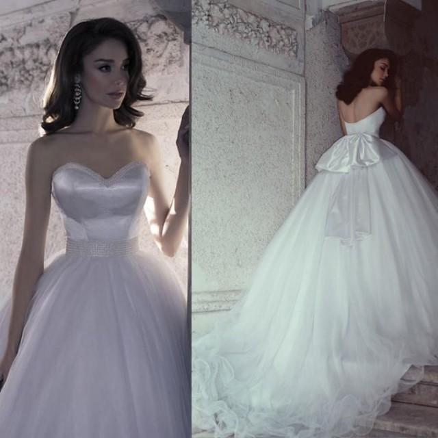 Vintage cheap wedding dresses a line chapel train for Wedding dress discount warehouse