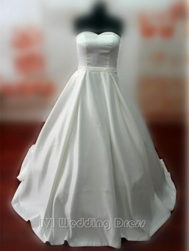 wedding photo - Real Samples Vintage Princess Wedding Dress A-line Taffeta Pick-up Skirt Bridal Gown Custom Made Wedding Gown