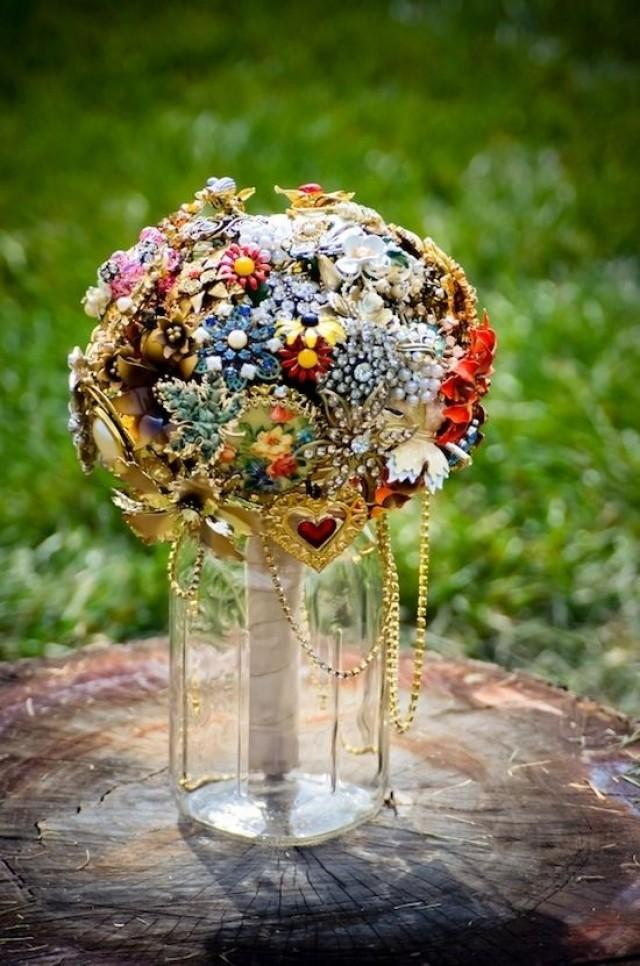 wedding photo - 20 Cute And Quirky Wedding Bouquet Ideas