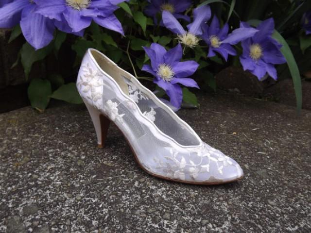 Lace Wedding Shoes, High Heel Bridal Shoes, Floral White Ivory Cream Shoes,  Designer Stuart Weitzman Womens Size 6 1/2 6.5 AAAA Narrow US