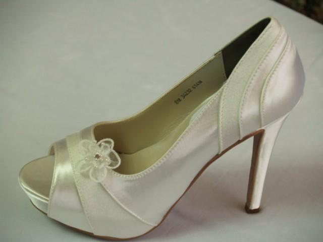 Ivory Wedding Shoes Heels 4inches Satin And Crepe Adorned With Flower Clips