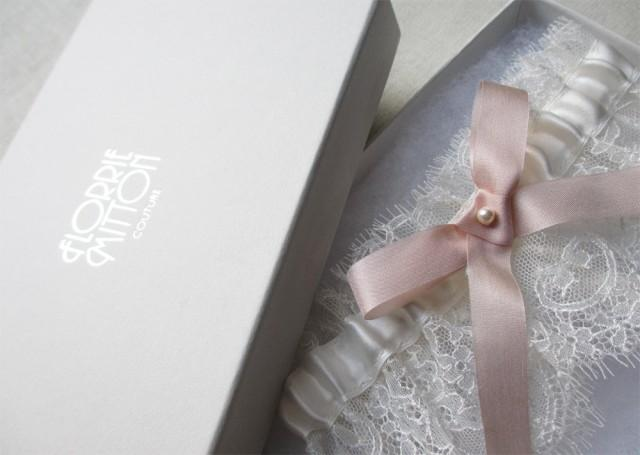 wedding photo - Fondant lace garter with silk