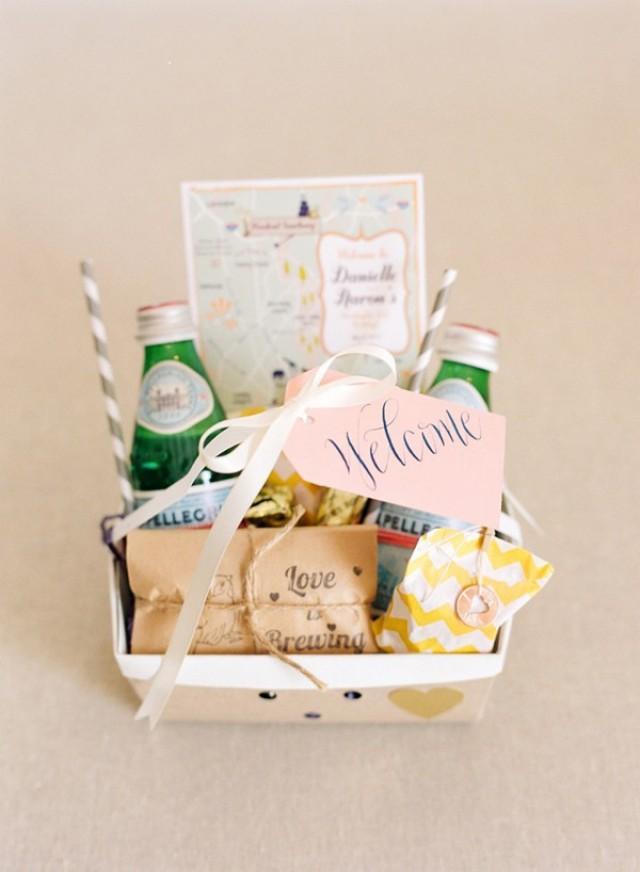 What Should You Put In A Gift Bag For Out Of Town Guests