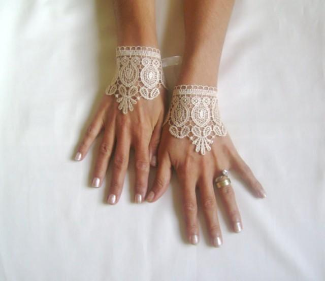wedding photo - White or beige cuff Wedding gloves bridal gloves lace gloves fingerless gloves white gloves free ship