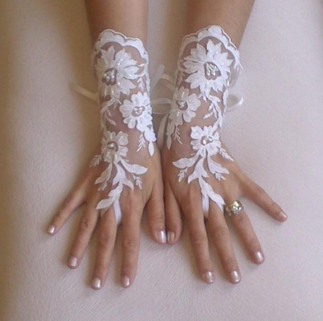 wedding photo - Unique very elegant Ivory and 3D flower Wedding gloves bridal gloves gauntlet guantes wedding trend rustic wedding rustic accessory
