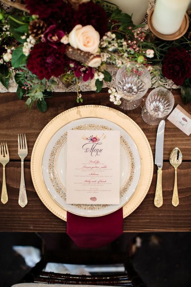 5 moody maroon table settings for your winter wedding weddbook - Vaisselle de luxe marque ...