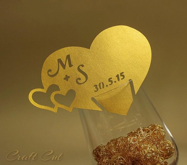Gold wedding place card wedding heart bride and groom for Personalized wedding place cards