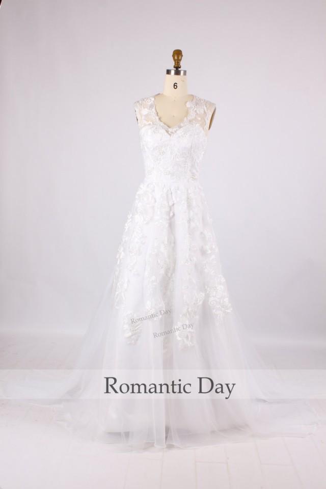 V neck white lace wedding dress vintage wedding gowns for Lace wedding dress with illusion neckline