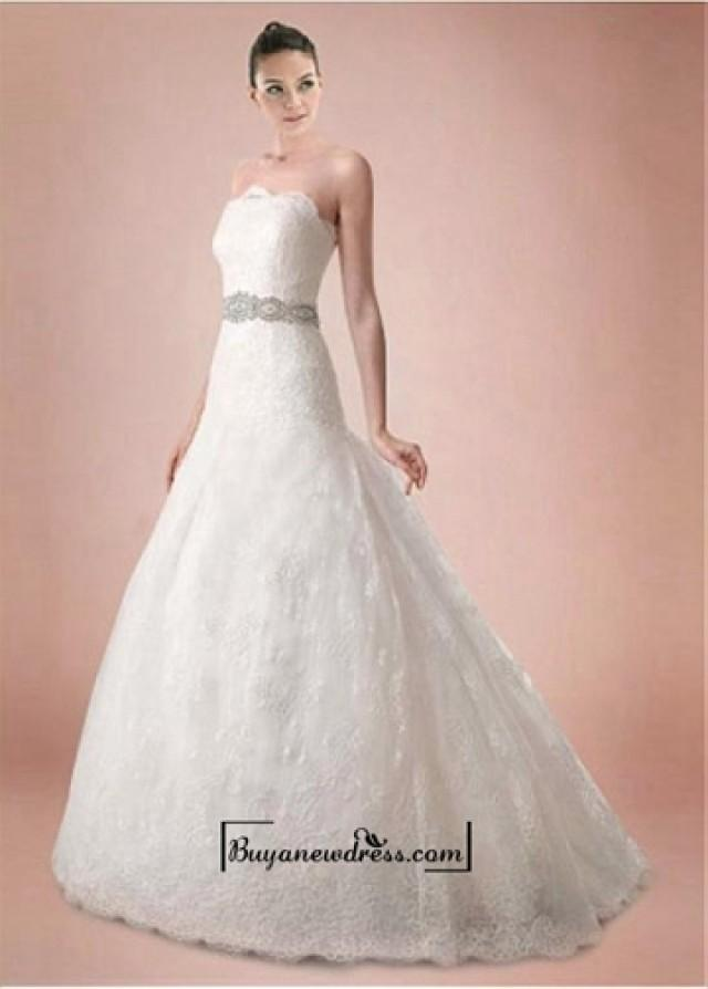 wedding photo - Alluring Tulle&Satin A-line Strapless Neckline Natural Waistline Wedding Dress