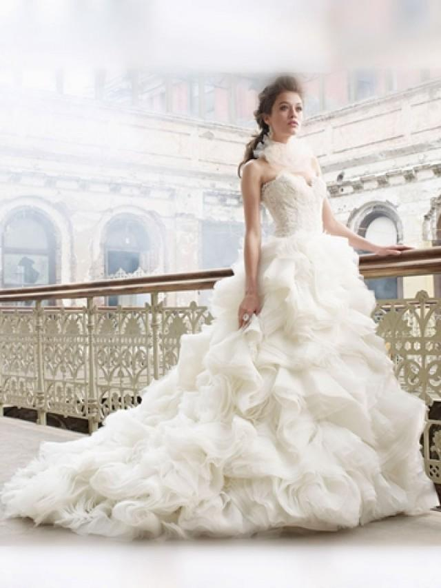 wedding photo - Dramatic Organza Ball Gown Sweetheart Wedding Dress with Voluminous Layered Skirt