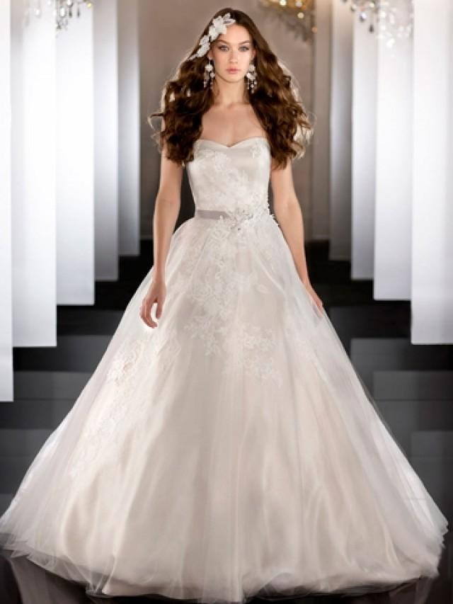 wedding photo - Strapless Tulle Sweetheart Lace Appliques Ball Gown Wedding Dress with Beaded Belt