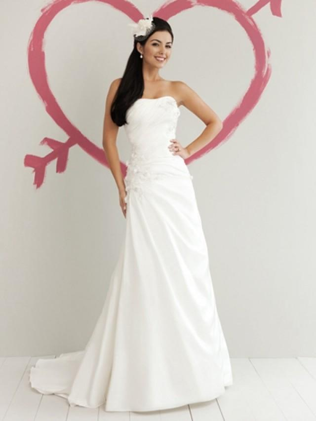 wedding photo - Taffeta Strapless Glamorous Spring A-line Wedding Dress with Lace Appliques