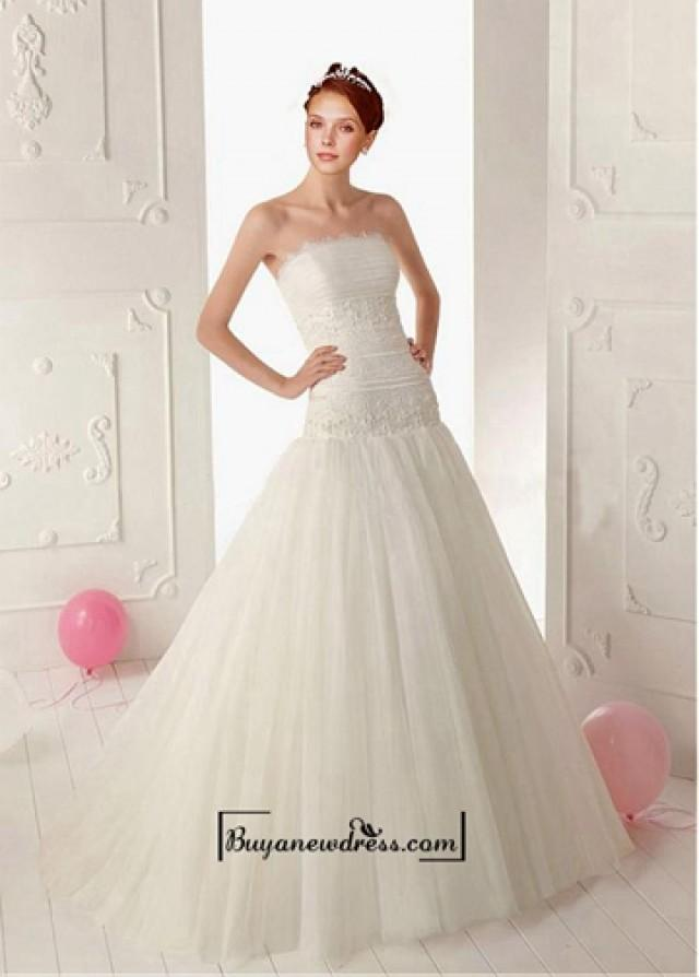 wedding photo - Adorable Tulle & Satin A-line Strapless Neckline Dropped Waist Beaded Wedding Dress With Lace Appliques