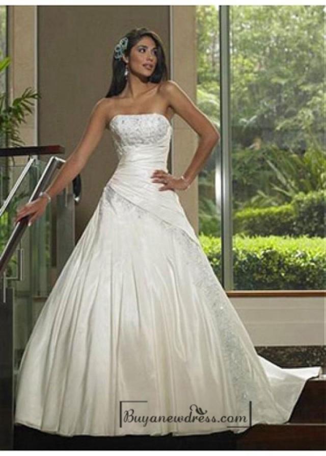 wedding photo - Beautiful Elegant Taffeta A-line Strapless Wedding Dress In Great Handwork
