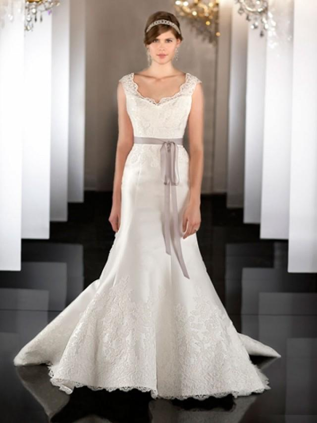wedding photo - Fit Flare Scalloped Neckline Lace Appliques Wedding Dress with Detachable Chapel Train