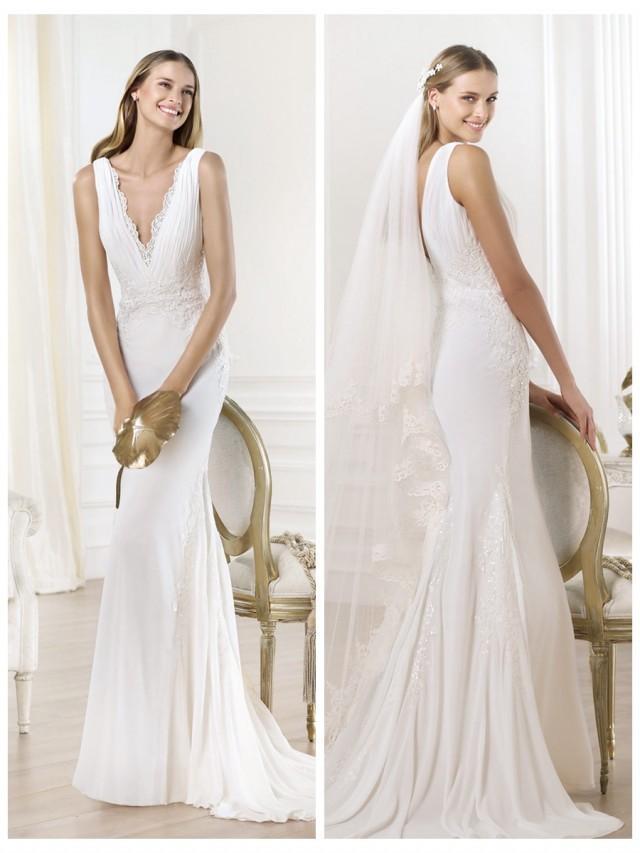 wedding photo - Gorgeous V-neck And V-back Mermaid Wedding Dress Featuring Applique