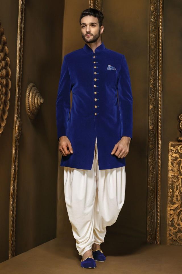wedding photo - Electric blue velvet discerning jodhpuri sherwani