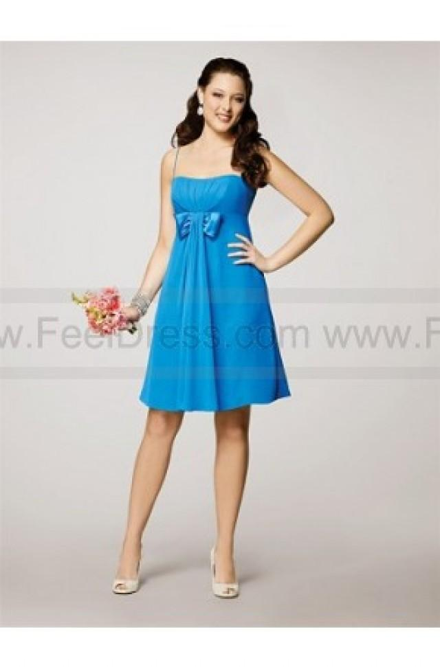 wedding photo - Spaghetti Straps Knee length Bowknot Front Bridesmaid Dress