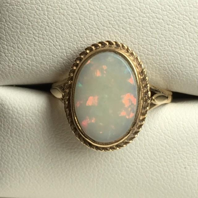 Vintage Opal Ring 3 Carat White Opal In 9k Yellow Gold