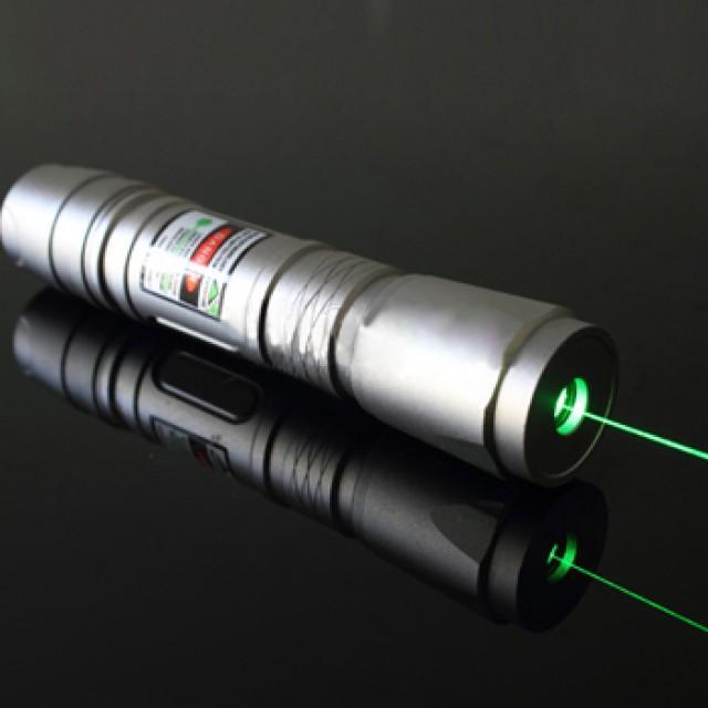 Pointeur laser vert 300mw 2466348 weddbook for Pointeur laser vert mw